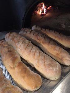 Kemencében készült házi készítésű kenyér